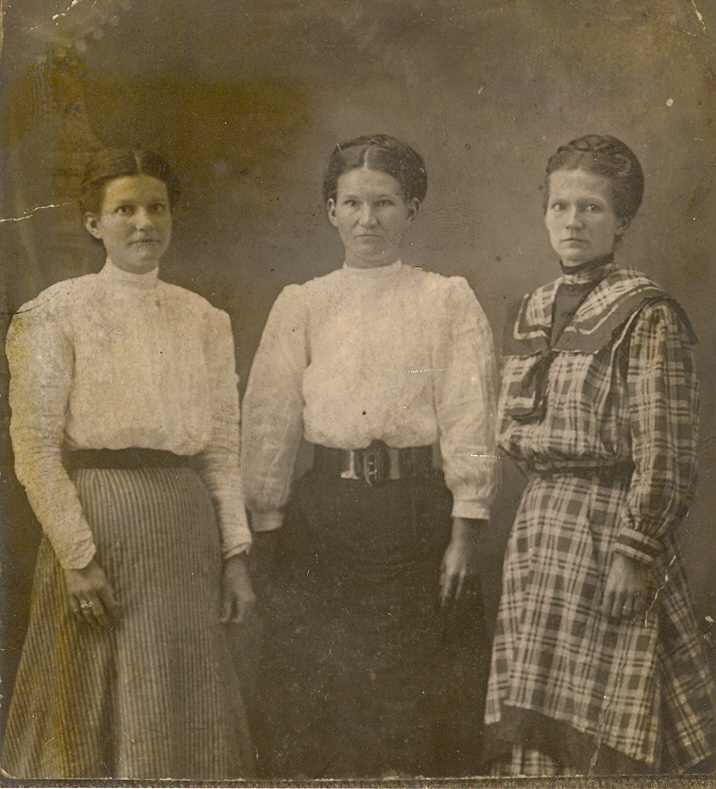 Annie, Sara Jane and Dollie Barnett- daughters of Lannie Barnett and Lethie Walter
