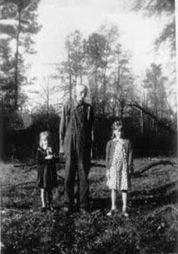 John Rodoph Willoughby with Betty and Virgina, Bruce Willoughby's daughters